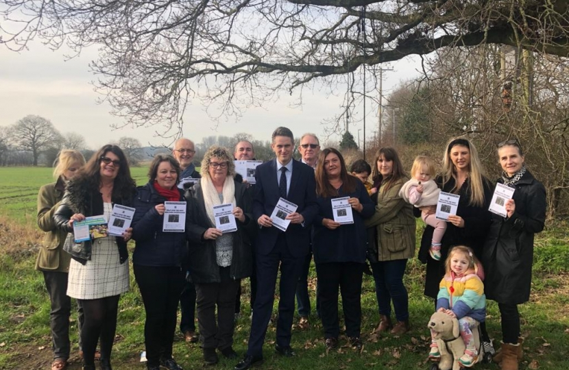 Gavin Williamson MP, with campaigners of 'Snub the Hub'